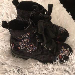 NWOT—-Dolce Vita velvet boots